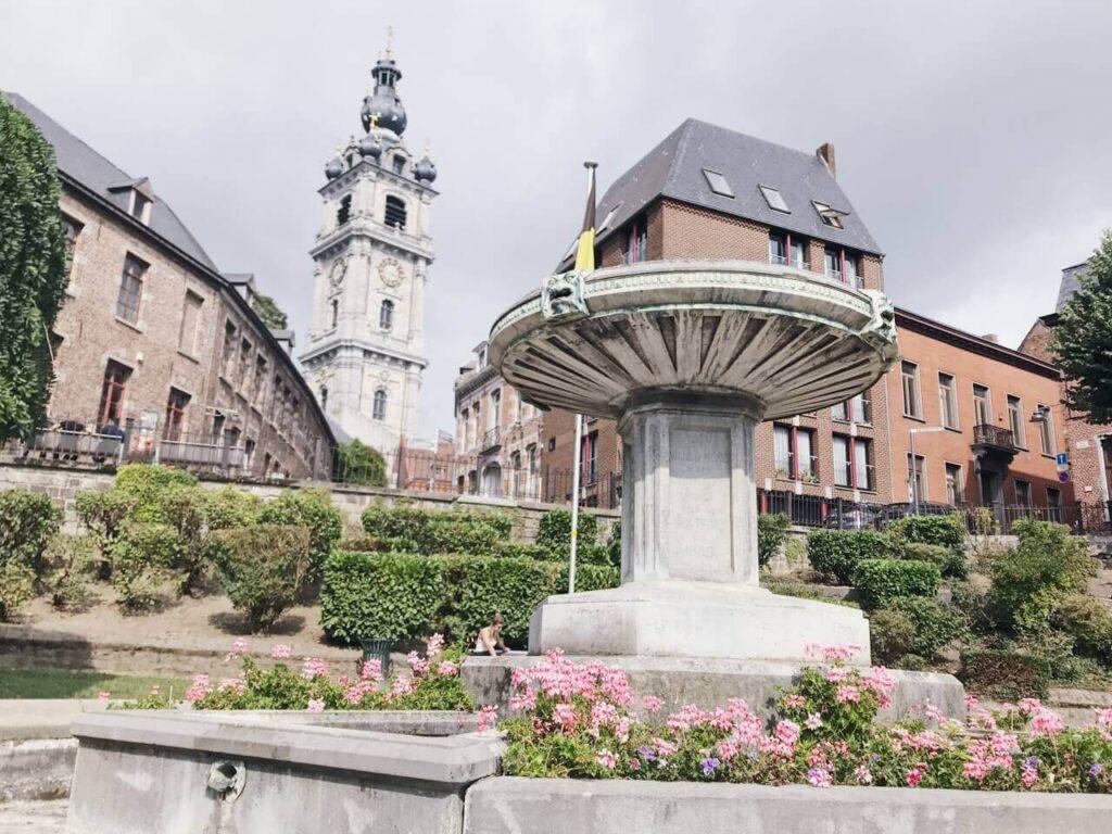 モンス・広場と時計塔